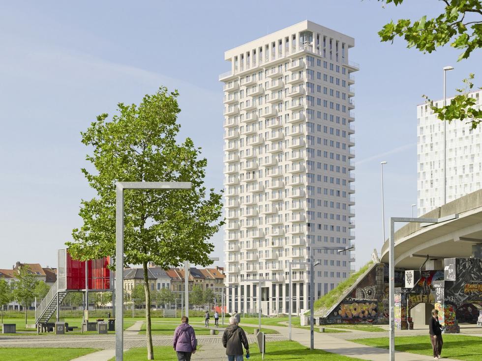 Klinkierowa wieża w Antwerpii
